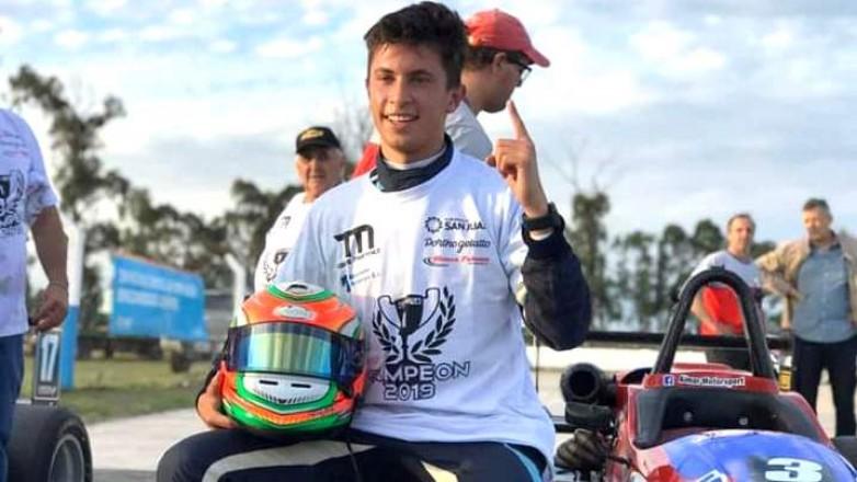 Tobías Martínez campeón de la Fórmula Renault Plus