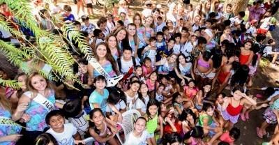 Alegría, charlas y selfies en visita de las candidatas a Colonia de Verano