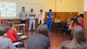 Residentes de Salud brindando detalles de la formación ante estudiantes del ultimo año de Medicina de la UCC. (Imagen Facundo Quiroga)