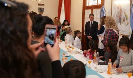 Almuerzo con alumnos de la escuela San Martín de Jáchal