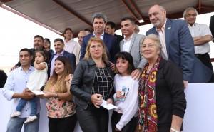 Uñac entregó en Chimbas un nuevo barrio de 39 viviendas