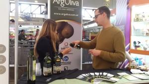 Continúan las degustaciones de productos olivícolas en centros comerciales