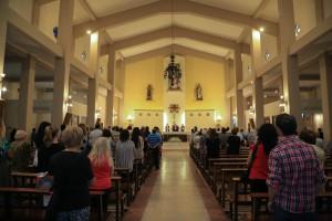 Emotiva recordación de las víctimas del terremoto de 1944 en una misa