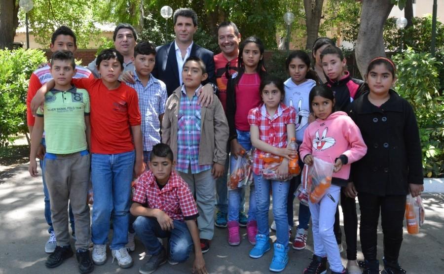 El gobernador disfrutó de un encuentro con alumnos de escuelas de Valle Fértil.