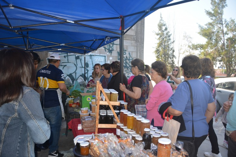 El camión de frutas y verduras del Ministerio de Producción visitó Capital