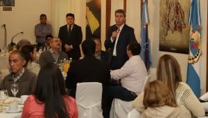 Sergio Uñac compartió un desayuno con integrantes de los talleres del Programa Incluirte