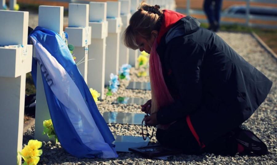 La delegación sanjuanina, entre el recuerdo y el dolor en el Cementerio de Darwin