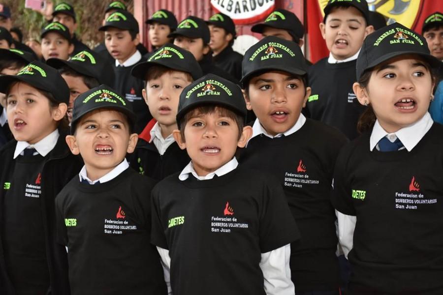"""""""Bombero por un día"""" para celebrar el Día Nacional del Bombero Voluntario"""