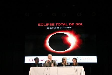 Más de mil directivos y supervisores se capacitaron en astronomía y eclipse