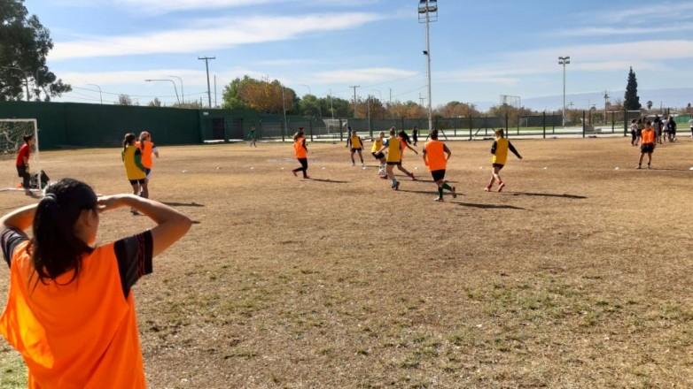 El fútbol femenino trabaja para los Juegos Binacionales