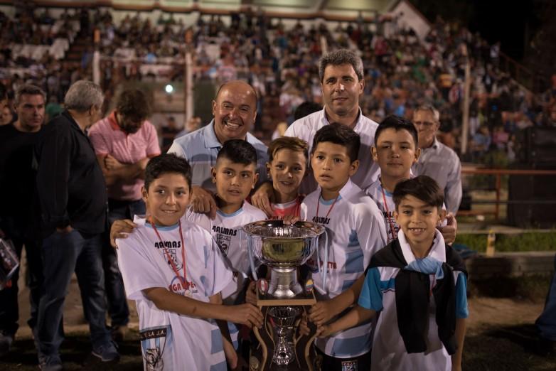 El gobernador Uñac presidió el cierre de otra exitosa edición del Mundialito de Trinidad