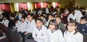 Entregaron anteojos a alumnos de la Escuela Hogar