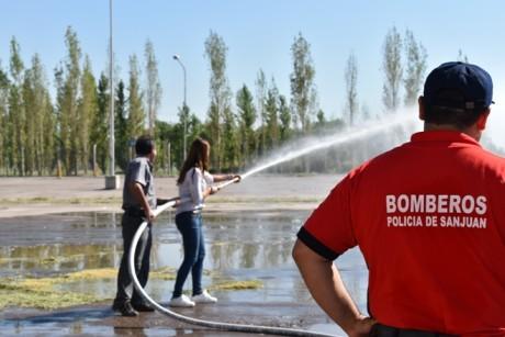 Brigadistas del Centro Cívico completaron su capacitación en matafuegos e hidrantes