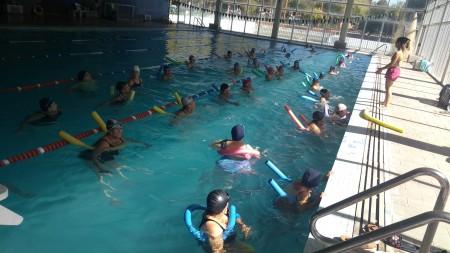 Se abren las inscripciones para natación en el Club del Adulto Mayor