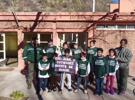 Chalecos y conciencia ambiental para alumnos de Huerta de Huachi