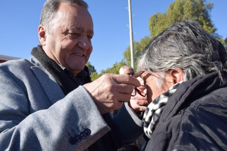 Vecinos de Chimbas recibieron sus anteojos tramitados en los abordajes