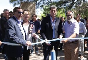 Agua potable, planta de empaque y convenios para viviendas en la visita de Uñac a Albardón