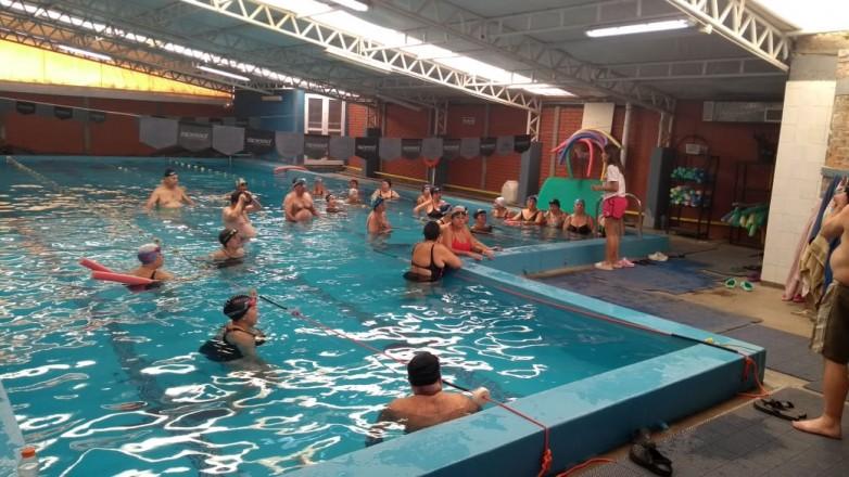 Comenzó la actividad de natación para el Club de Adulto Mayor