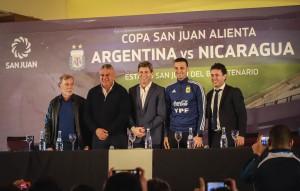 Uñac le dio la bienvenida a la Selección de Messi, que juega antes de partir a la Copa América