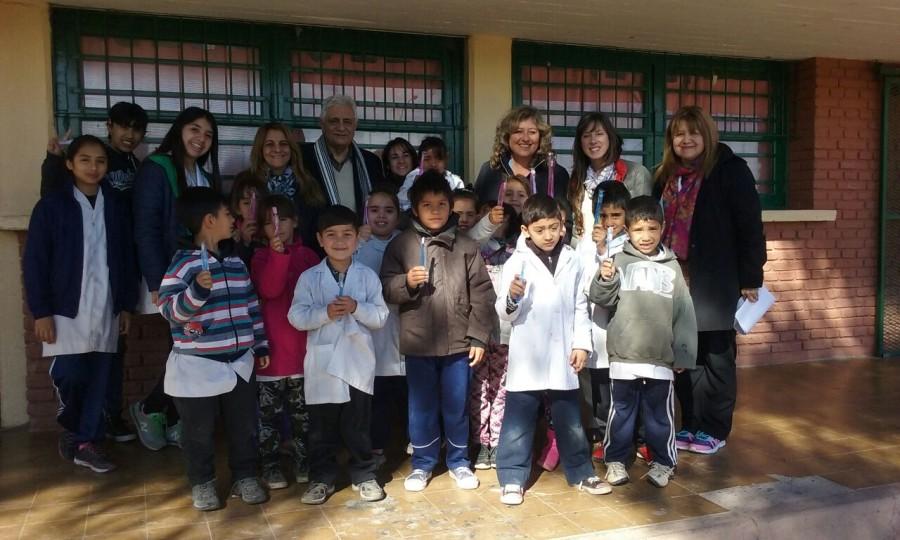 Alumnos de Santa Lucía aprendieron a cuidar su salud bucal