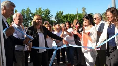 La ministra Venerando inauguró el SUM de Kinesiología en el CIC de Médano de Oro