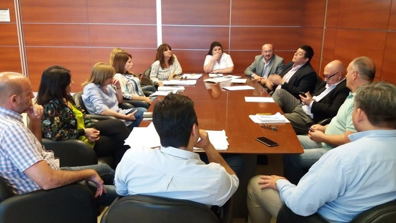 Representantes de todos los sectores del Estado en reunión para determinar un sistema un nuevo sistema de internación domiciliaria.