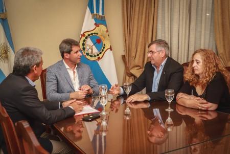 El gobernador Uñac recibió la visita de directivos de Rotary Club Capital