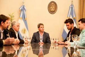 Jóvenes emprendedores visitaron al gobernador Uñac