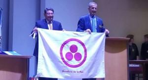 Educación recibió del Rotary la Bandera de la Paz