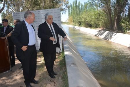 Visitaron obras del canal Benavídez - 9 de Julio y entregaron beneficios ANR a productores