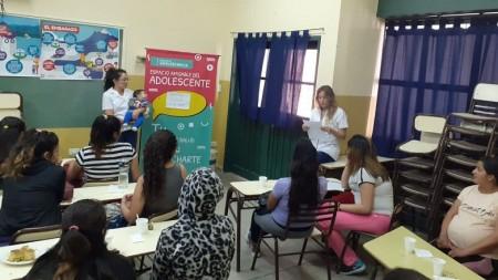 Brindaron una charla sobre maternidad a adolescentes embarazadas en 25 de Mayo