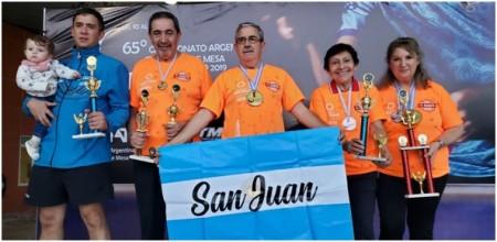 Los adultos mayores que fueron campeones argentinos en tenis de mesa