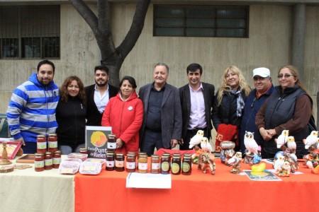 Variedad de productos realizados por manos sanjuaninas en la feria de la Economía Social