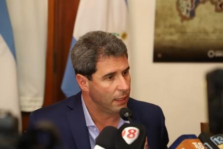Uñac lanzó un paquete de medidas para amortiguar la crisis