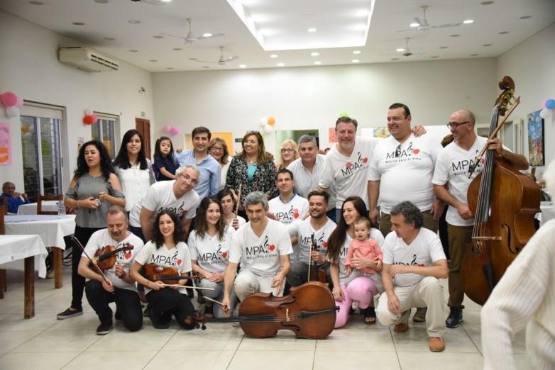 'Música para el Alma' deleitó con su música a los residentes del Eva Duarte